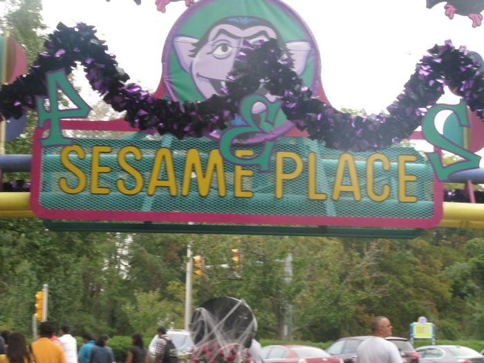 sesame place  u0026quot halloween spook