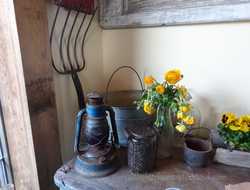 Farmer's Road decor  - simple, rustic, perfect