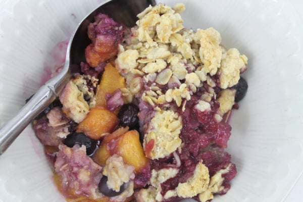 Quick and easy Sugar-free Blueberry Peach Crisp from www.realthekitchenandbeyond.com