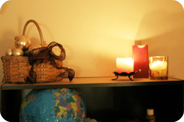 frugal holiday decor using everyday items