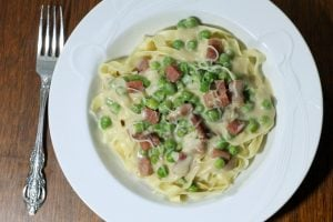 Peas and Prosciutto with White Sauce