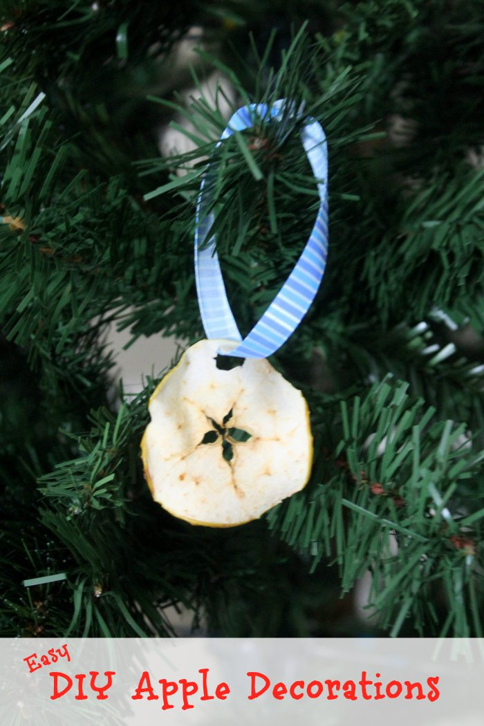 Easy DIY Christmas Decorations | www.realthekitchenandbeyond.com