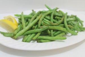 Air Fryer Recipes Lemony Green Beans | www.realthektichenandbeyond.com
