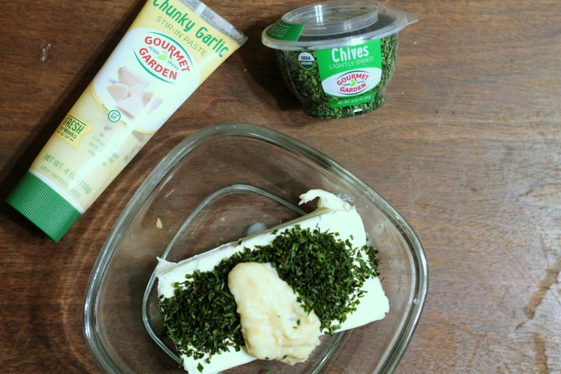 Garlic and Chive Spread for flatbread