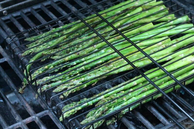 grilling asparagus for grilled asparagus and strawberry salad