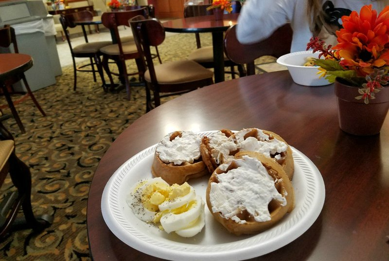 RTKB Travels Comfort Inn Batavia Breakfast