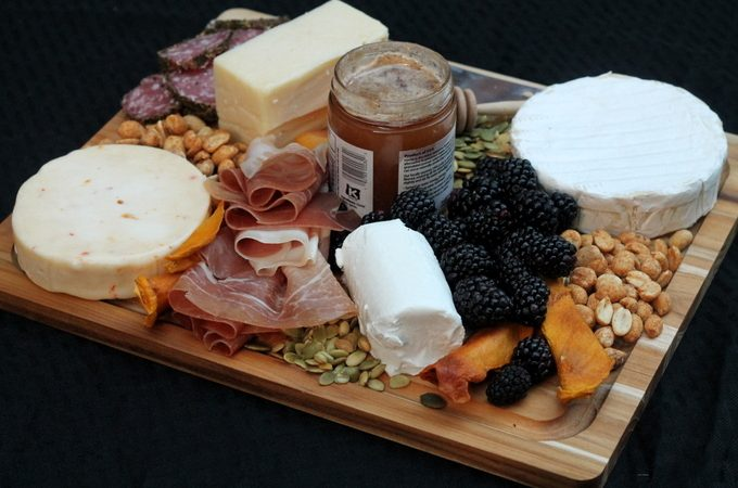 How to Make an Elegant Cheese Platter in Under 10 Minutes