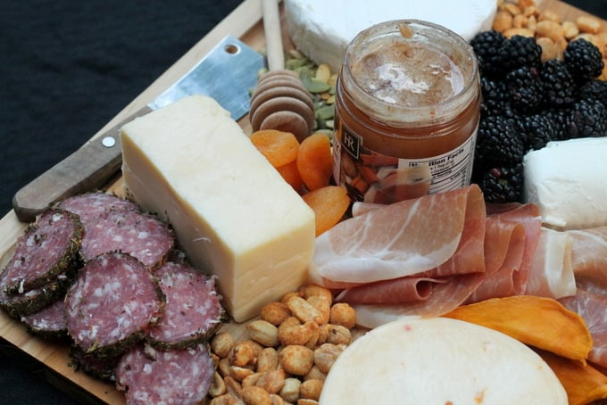 how to make cheese platter charcuterie