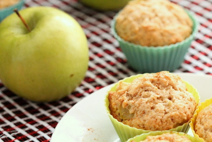 Apple Cinnamon Muffins Recipe - easy on the go breakfast